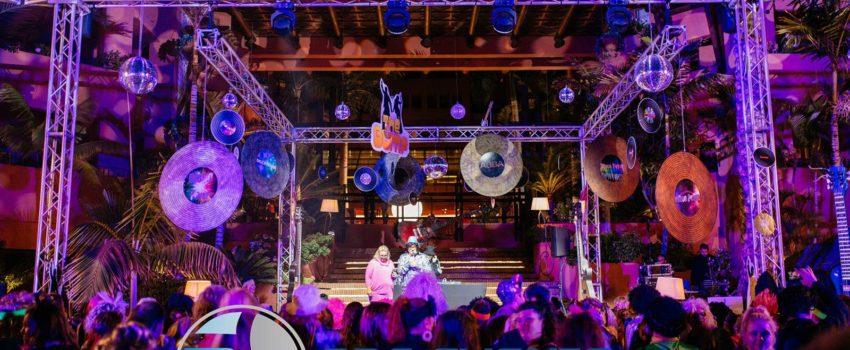 Fiesta temática música años 80. Iluminación, decoración, efectos. Especial para hoteles y salas de fiestas. - 80s music themed party. Lighting, decoration, effects. Special for hotels and party rooms.